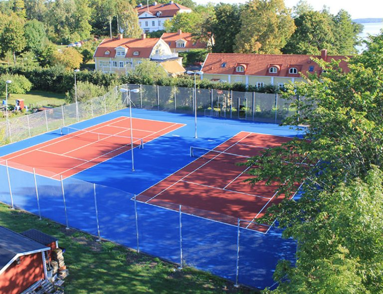 Tennis court at Ulvhäll's Manor